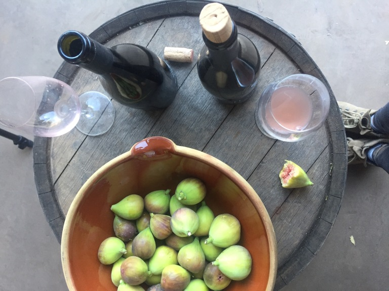 figs and pink wine